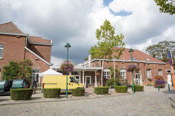 Het gemeentehuis en het OCMW van Linkebeek blijven voorlopig gesloten.