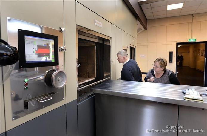 In de plannen om te komen tot de bouw van een nieuw crematorium in Oldenzaal wordt nu gekeken of deze voorziening gerealiseerd kan worden in combinatie met een uitvaarthuis elders in de stad.