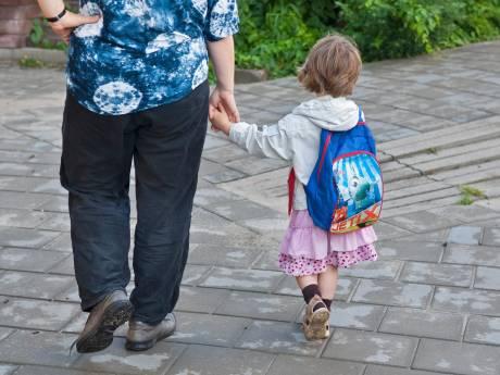 Ouders van leerlingen IKC De Tjalk voeren actie omdat vier groepen moeten uitwijken naar leegstaande school
