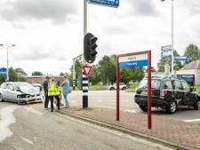 Twee auto's botsen hard op kruising in Nieuwegein