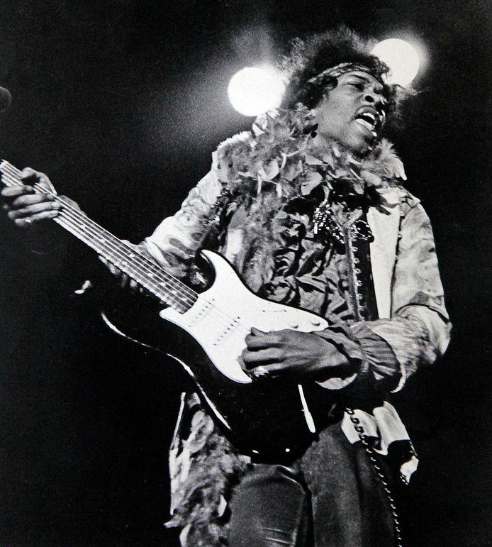 Jimi Hendrix tijdens Monterey Pop, het baanbrekende rockfestival tijdens de 'Summer of Love' van 1967.
