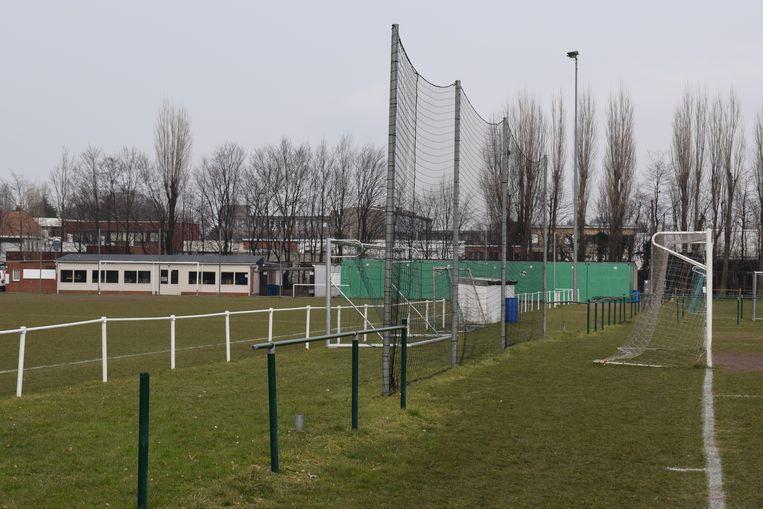 Het huidige B-complex van voetbalclub KVV Zelzate straalt alles behalve nationaal voetbal uit