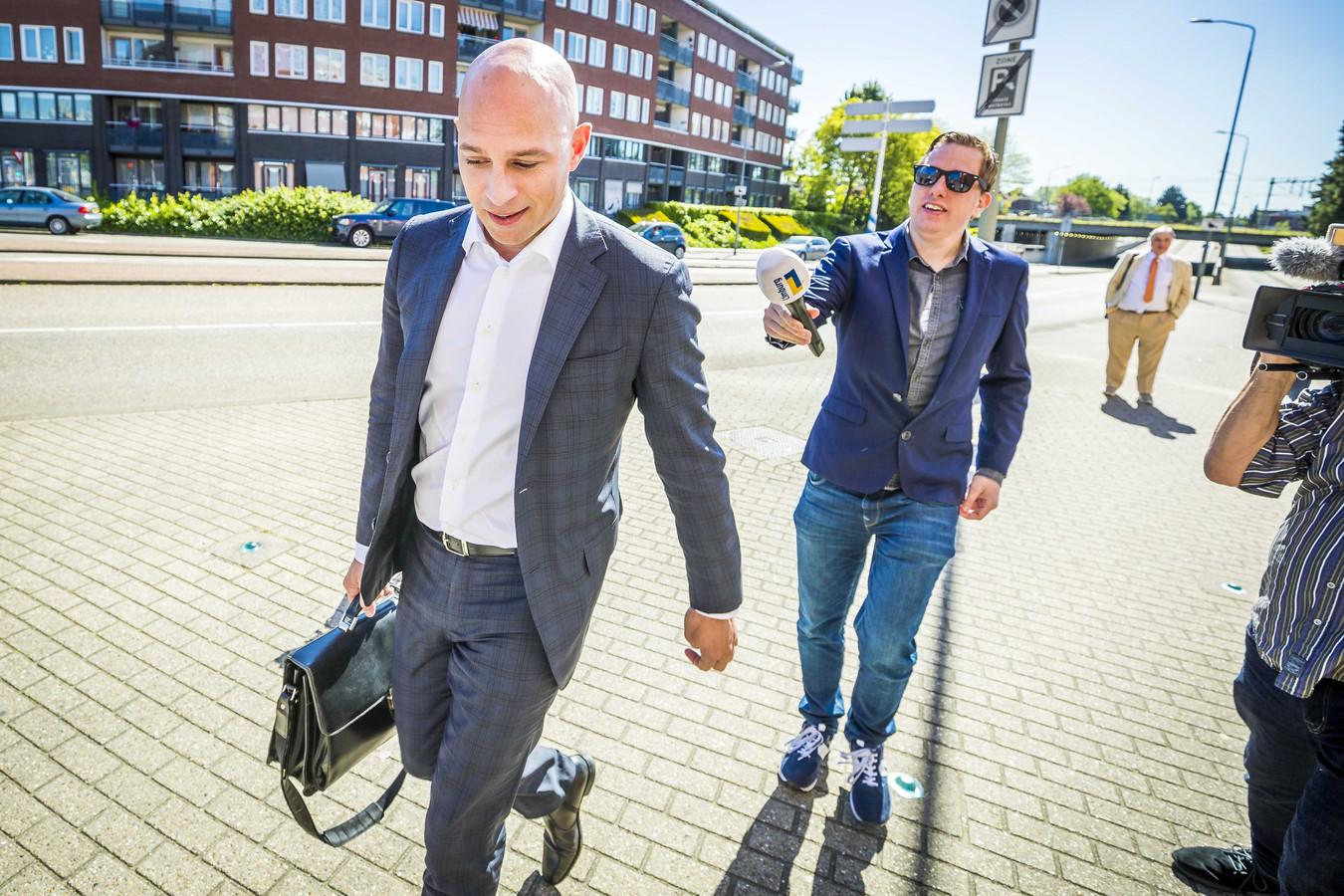 Serge Weening, advocaat van Thijs H. komt aan bij de rechtbank.
