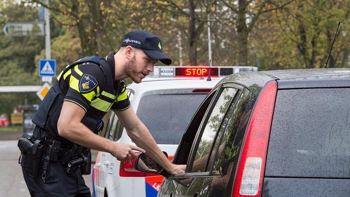 Hardleerse Ammerzodenaar (26) opnieuw betrapt voor rijden zonder rijbewijs, verloor al meerdere auto's