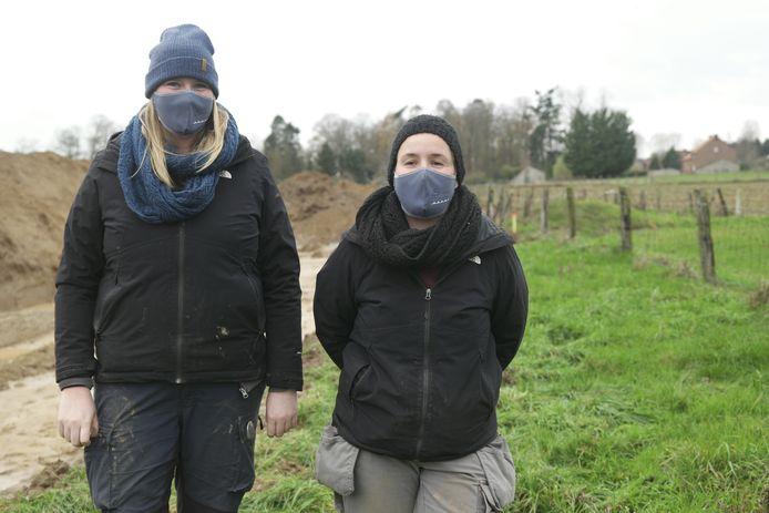 """Archeologen Leslie Engels en Annelies De Raymaeker legden alle restanten bloot en zijn zeer opgetogen over het resultaat: """"Dit is uniek voor Vlaanderen"""""""