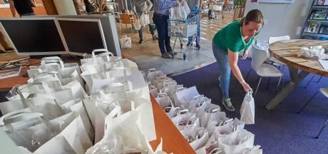 Brood en eieren voor eenzame ouderen: Uden pakt 700 paasontbijtjes in