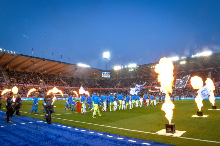GENK, BELGIUM - APRIL 6 : players walk on the pitch during the Jupiler Pro League match between Racing Genk and KAA Gent on April 06, 2019 in Genk, Belgium, 6/04/19 ( Photo by Sebastien Smets/ Photonews