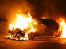 Veel autobranden in Oss: 'Onderzoek is lastig omdat sporen verloren gaan'