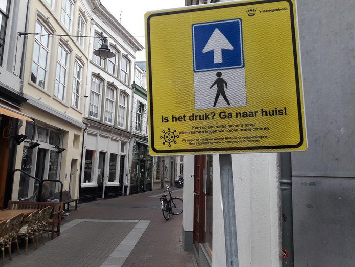 Bord op de hoek Kerkstraat-Krullartstraat.