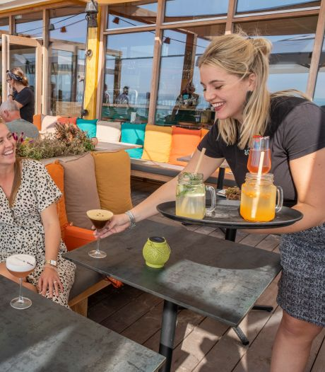 Zeeuwse terrassen bomvol dankzij tropische toegift: water, pils en ijs graag!