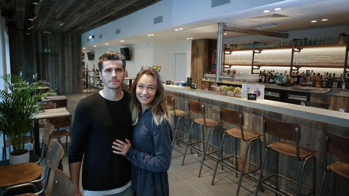 Voetballer opent café én feestkelder