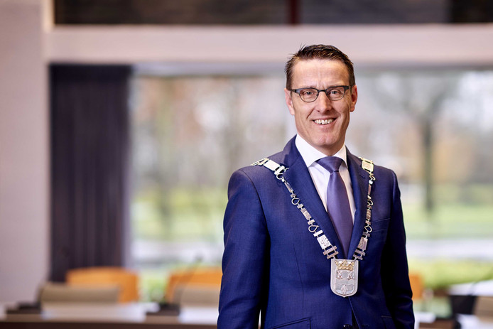 Portret van Frank van der Meijden, burgemeester van de gemeente Laarbeek.