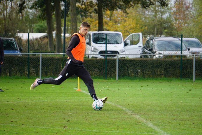 Aanvaller Sindrit Guri, aan zijn derde seizoen bij KV Oostende bezig, kan voor het eerst sinds lange tijd weer pijnvrij trainen.