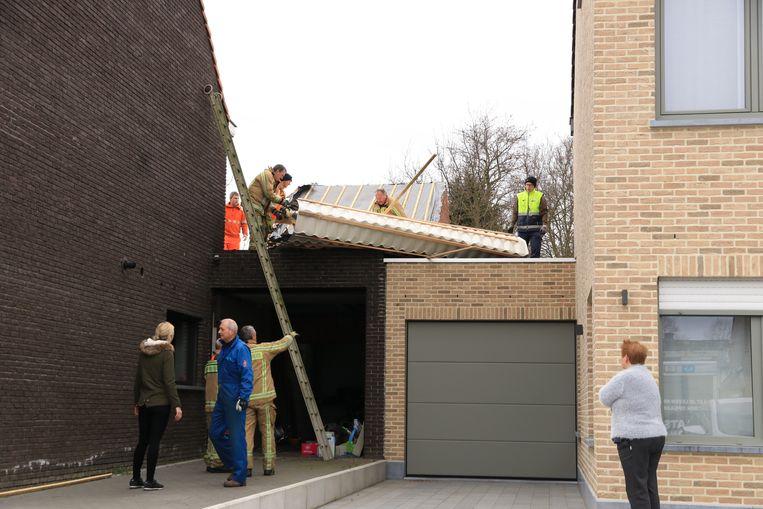 De schade aan het dak is aanzienlijk.