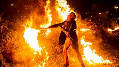 Fotoreeks: minder kerstbomen op brandstapel tijdens dertiende editie maar spektakel gegarandeerd