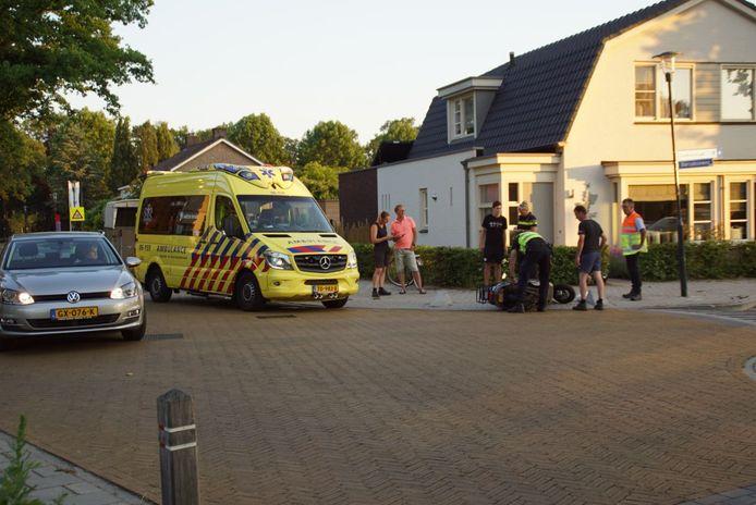 Op de kruising Scholtenweg met de Borculoseweg in Haarlo is een scooterrijdster gewond geraakt.