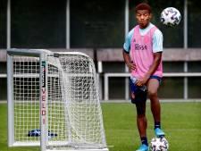 Neres traint voluit mee bij groepstraining Ajax