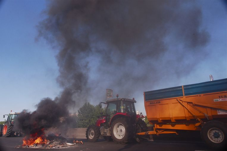 Boeren in Lyon blokkeren de weg. Beeld Serge Mouraret / Demotix