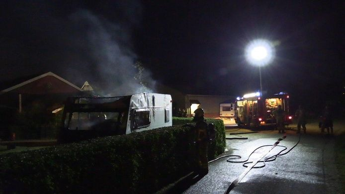 Hulpdiensten bij de caravan in Wehl.
