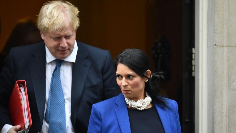 Boris Johnson en Priti Patel Beeld null