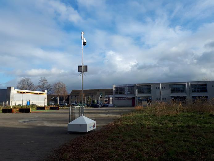 De camera, die kinderdagverblijf Ratjetoe en de Geert Groteschool in Dordrecht moet behoeden voor vuurwerk