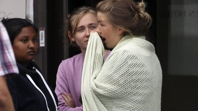 """""""Mooiste meisje schoot hij eerst dood"""" - politie zoekt tweede dader"""
