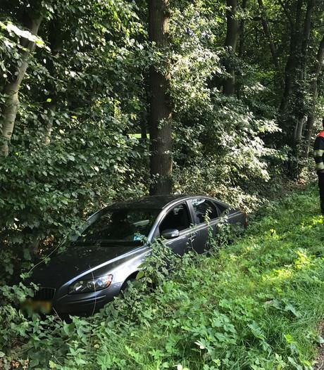 Man belandt met auto in de sloot in Sint-Michielsgestel