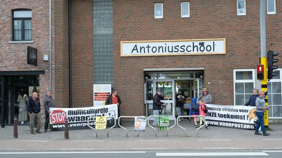"""""""Vlaams Belang onderschat de impact van de actie op de kinderen"""", zegt de schooldirectie."""