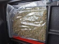 Politie vindt drugs en gestolen waar bij inval in Zutphense Laarstraat