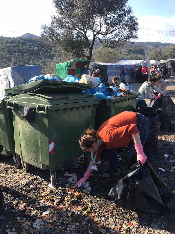 Vrijwilligers van Because we Carry spannen zich in voor de vluchtelingen op Lesbos (6)