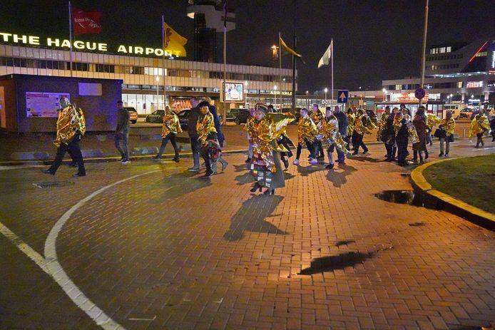 Evacuatie van de bezoekers van de modeshow in Rotterdam na de bommelding van de Eindhovense gemeenteambtenaar Aydin A.