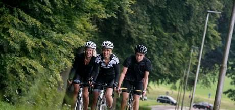 Onervaren fietsers beklimmen Mont Ventoux tegen kanker