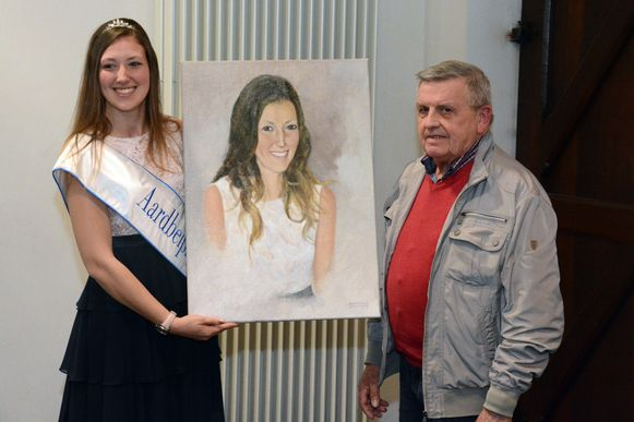 In 2017 kreeg Aardbeiprinses Kim Van Raemdonck haar portret uit handen van kunstschilder Romain. Het was al de 45ste keer dat hij de winnende miss op doek zette.