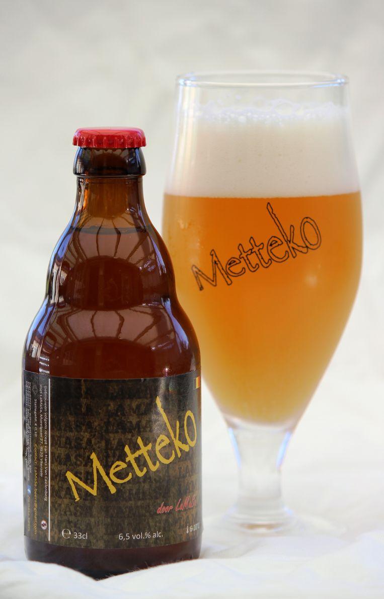 De Metteko is een troebel goudblond bier.