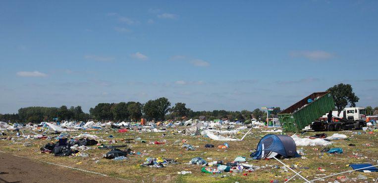 Veel minder achtergebleven tenten in vergelijking met vorige jaren, maar toch nog steeds een grote puinhoop op de camping van Pukkelpop.