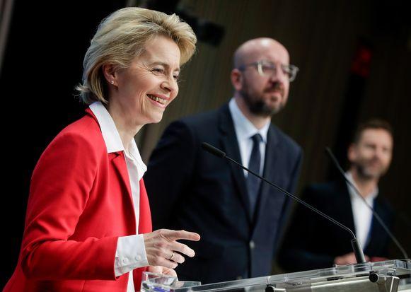 Commissievoorzitter Ursula von der Leyen en Europees president Charles Michel tijdens een persmoment eerder deze week.