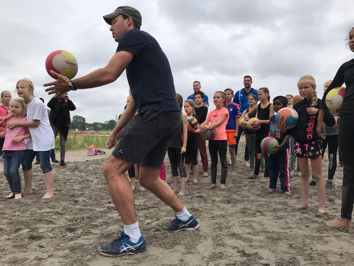 Net als in 2017 zijn er dit jaar weer beachvolleybal-clinics en andere sporten op het Baggerfestival.