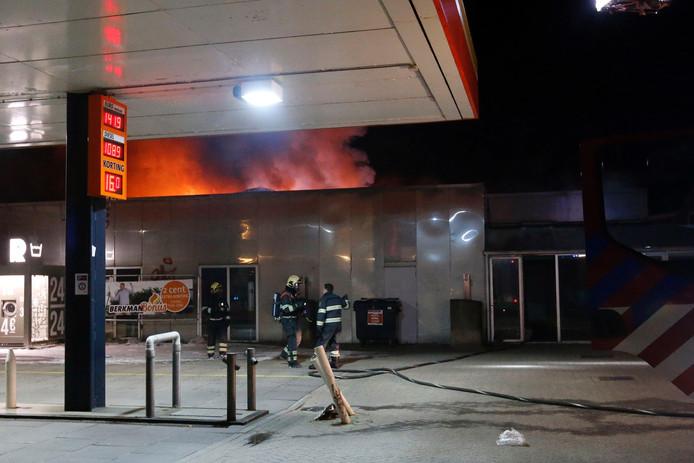 Brand in voormalige wasstraat bij 'Van de Ven & Co' in Eindhoven