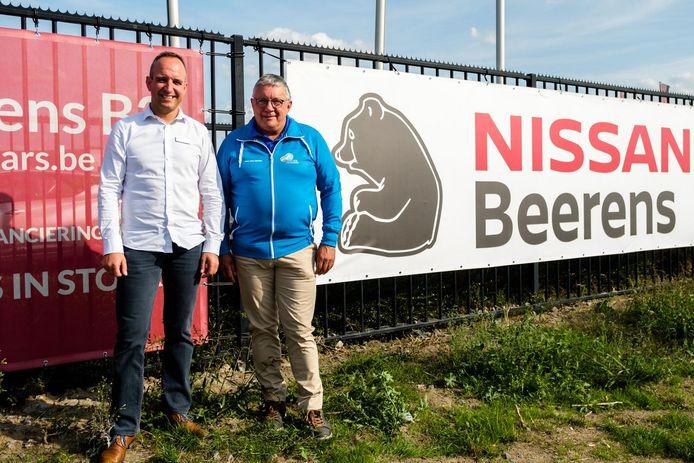 Gert Ielegems van Garage Beerens en Staf Van Mensel, de organisator van de wielerwedstrijd.