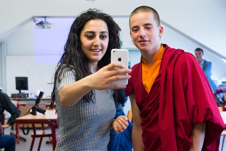 Monnik Giel kwam in 2015 ook al even naar ons land en trok toen naar college Hagelstein in Sint-Katelijne-Waver, voor een klasgesprek.