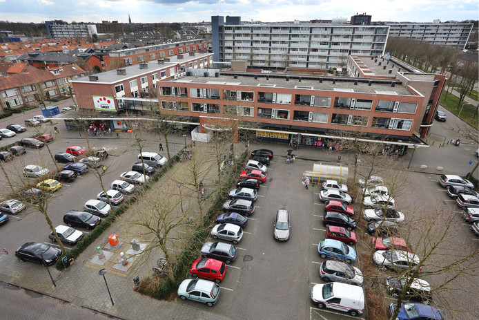 Het winkelcentrum aan de Cypresstraat, waar de moord op Rudi Schouten plaatsvond.