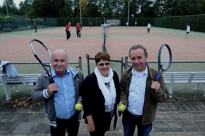 Bij de verzelfstandiging van TV Borchwerf in oktober 2013 werd deze foto van het bestuur gemaakt. Vlnr Cees van Ginderen, Ine Broumels en Jan Lanooy.