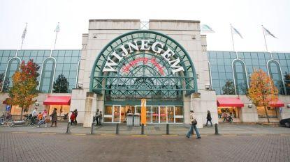 Mini-ondernemingen zetten producten te koop in Shopping Center