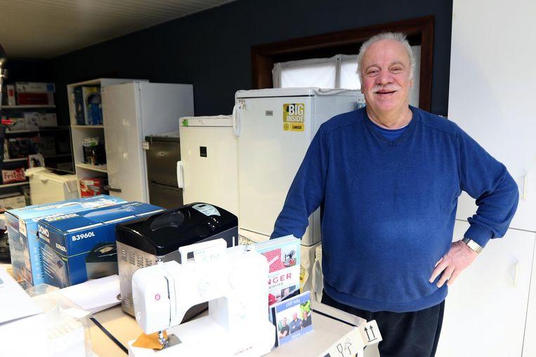 Zanger Cliff Rilly is bezig aan zijn laatste maanden in zijn elektrozaak. De tijd die vrijkomt hoopt hij op te vullen met meer muziekoptredens.