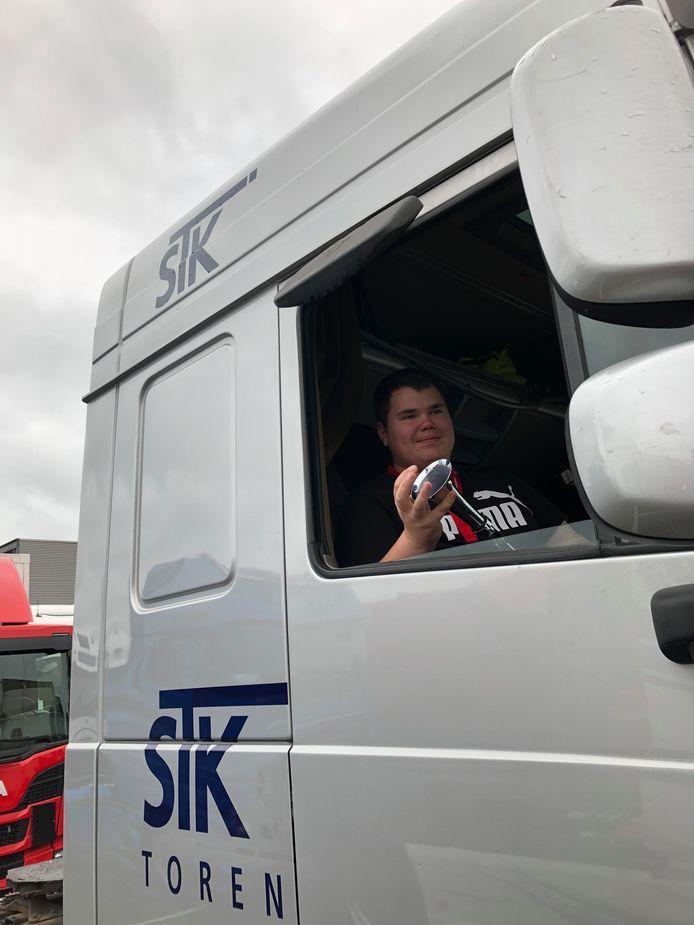 Weer of geen weer, de deelnemers aan de Truckrun hindert het niet. Zij genieten volop.