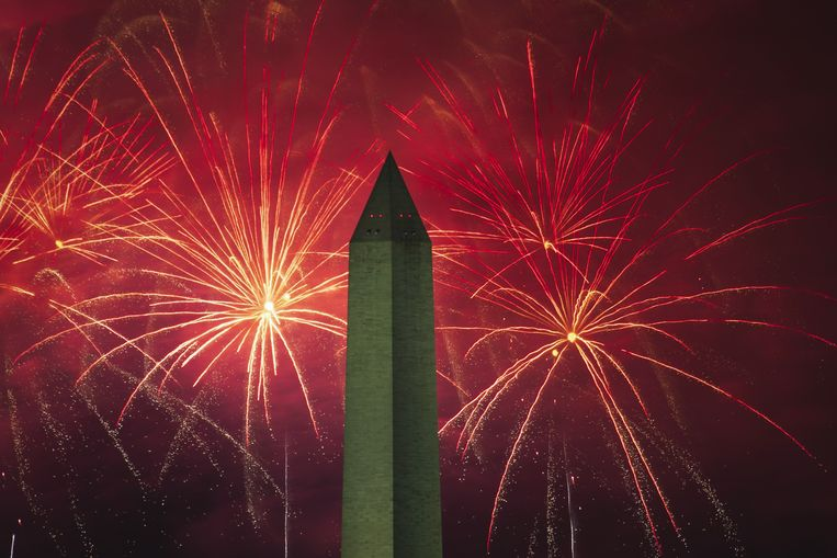 Vuurwerk in Washington bij de National Mall en het Washington Monument.