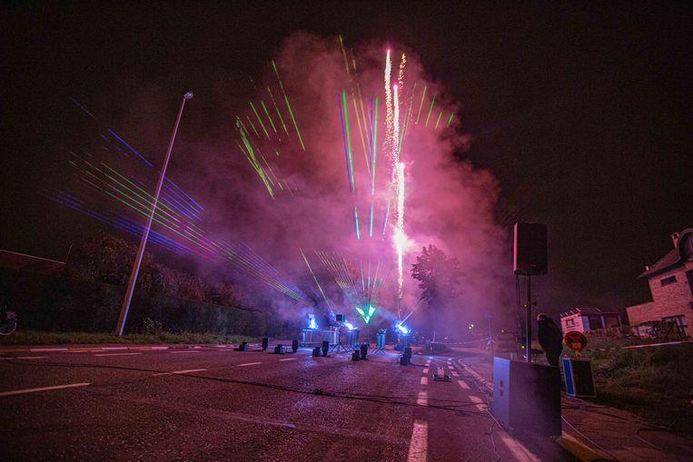 Vuurwerk en lasers werden afgestemd op het ritme van de muziek.