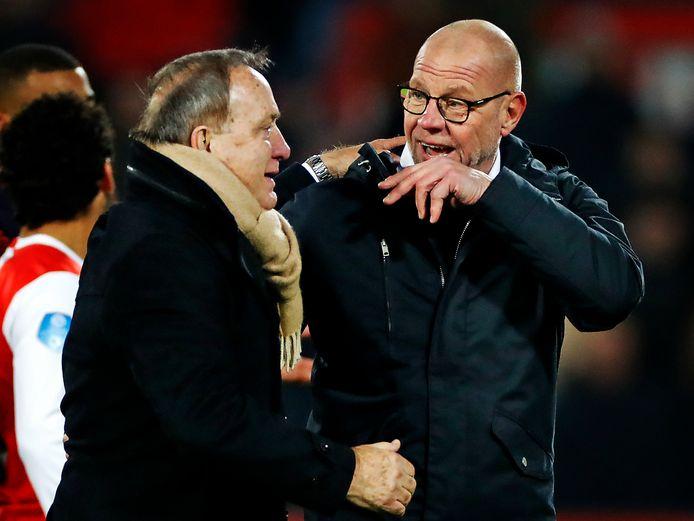 Fred Grim (r) feliciteert Dick Advocaat met de 3-2 zege van Feyenoord.