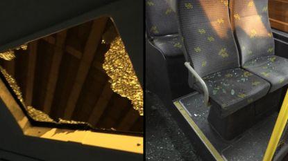 Ondanks veiligheidsnetten: stuk beton stort door dak van bus De Lijn aan viaduct E17