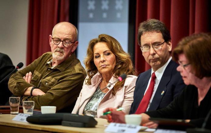 Er is in de vergadering alleen plek voor de PVV'ers Roy Wildeboer, Anita Verweij en Frank van Boven. Fractieleider Peter van der Velden en Gloria Frances Molenaar moeten op de tribune plaatsnemen.